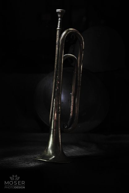 Alexis-Moser-table-top-light-painting-military-horn