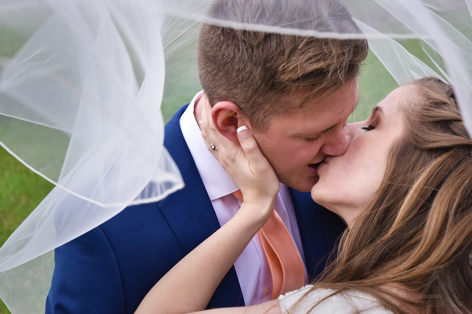 Alexis-Moser_First-Look-Veil-Kiss_0800WEB